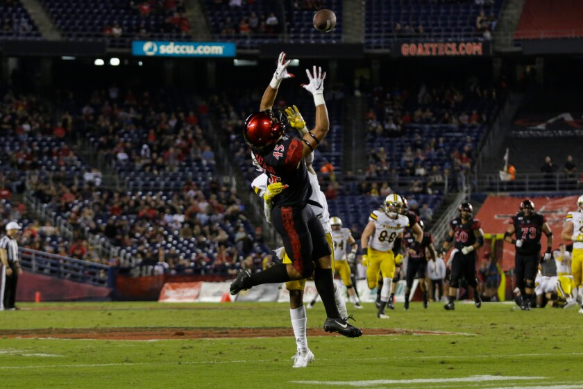San Diego State wide receiver Jesse Matthews catches a pass from quarterback Ryan Agnew for a 25-yard gain that converted a fourth-and-3 play in the third quarter and led to an Aztecs touchdown on the next play.
