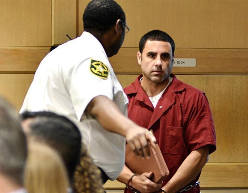 Un psicólogo contratado por la defensa del español Pablo Ibar, quien estuvo 16 años en el corredor de la muerte y ahora espera preso un nuevo juicio por un triple asesinato, completará el 9 de enero en un tribunal de Florida el dictamen que invalida un testimonio en contra del acusado. EFE/ARCHIVO