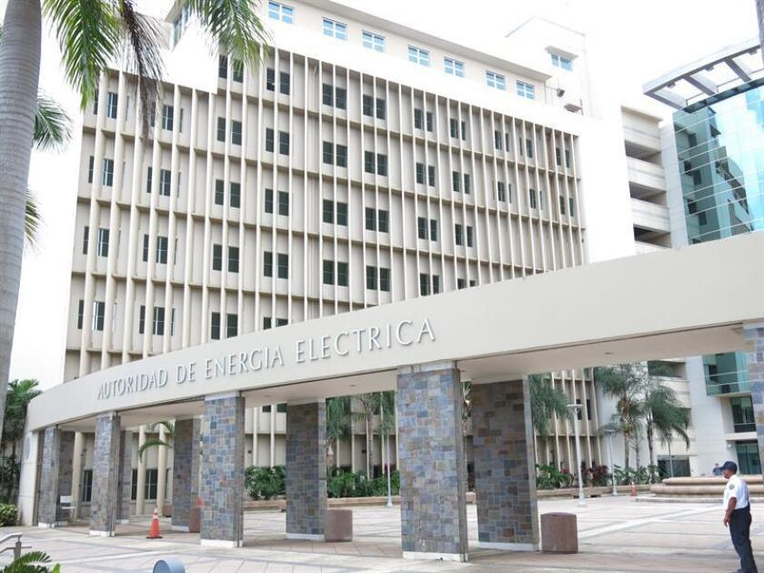 La Cámara de Representantes de Puerto Rico dio paso a un proyecto del Senado cuyo propósito es establecer la forma en la cual tanto la Autoridad de Energía Eléctrica (AEE) como la Autoridad de Acueductos y Alcantarillados (AAA) podrán facturar a sus abonados durante los periodos en los que no hayan provisto los servicios de agua y luz por emergencias. EFE/ARCHIVO