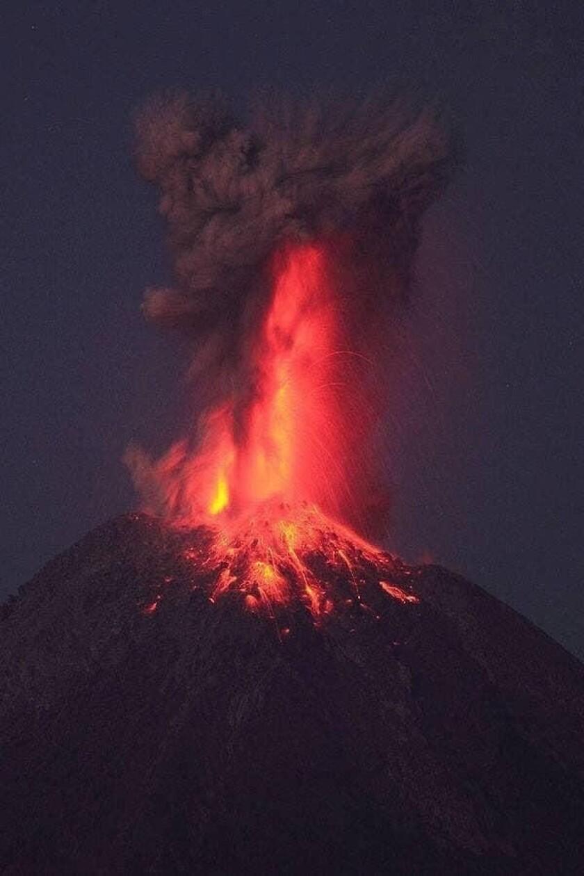 El volcán Popocatépetl registró una fuerte explosión con emisión de ceniza que alcanzó una altura de 1.2 kilómetros.