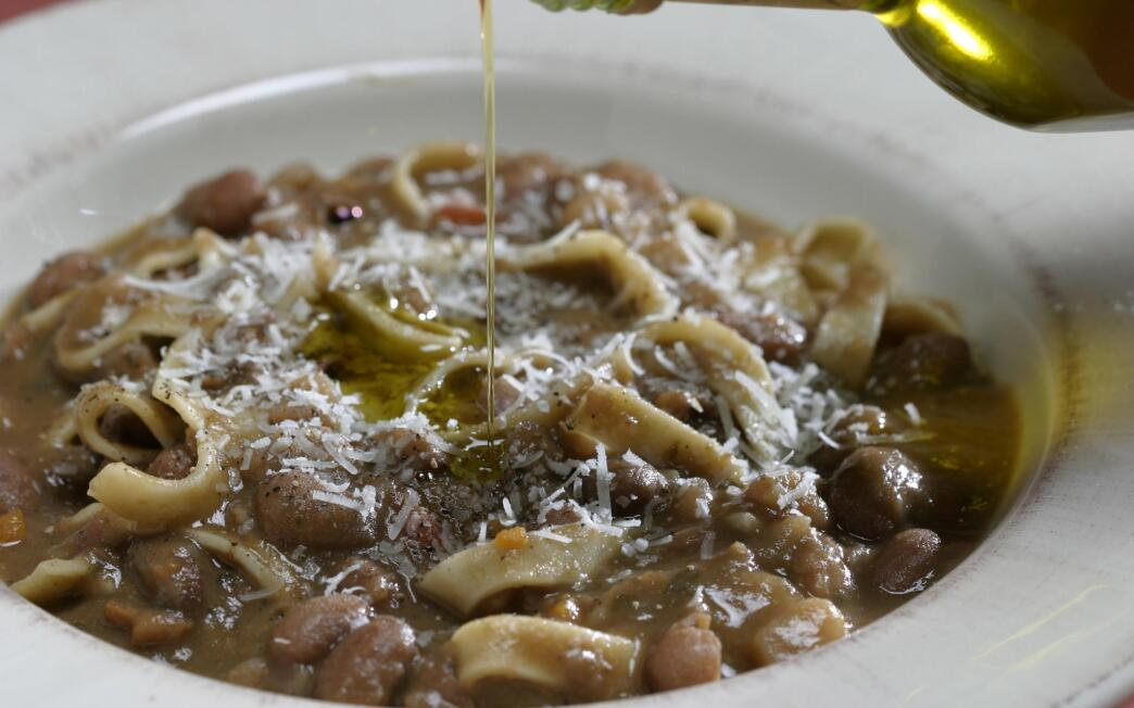Minestra di fagioli e maltagliate (bean soup with pasta)