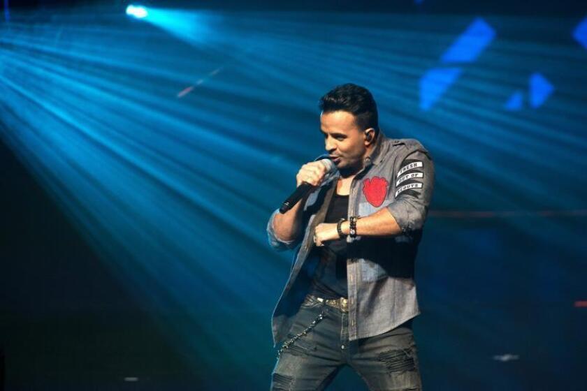 """Luis Fonsi lanza nuevo sencillo, """"Date la vuelta"""", junto a Nicky Jam y Yatra"""