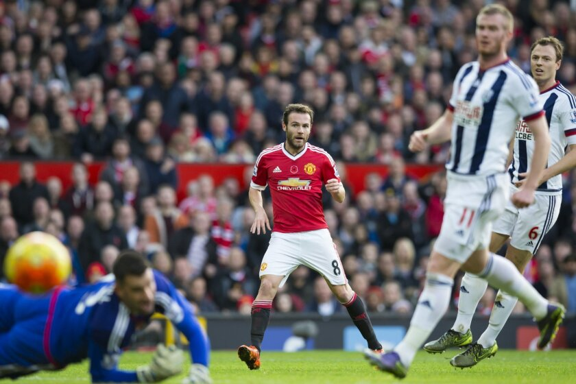 Manchester United's Juan Mata, centre, attempts to score past West Bromwich Albion's goalkeeeper Boaz Myhill, left, during the English Premier League soccer match between Manchester United and West Bromwich Albion at Old Trafford Stadium, Manchester, England, Saturday, Nov. 7, 2015. (AP Photo/Jon S