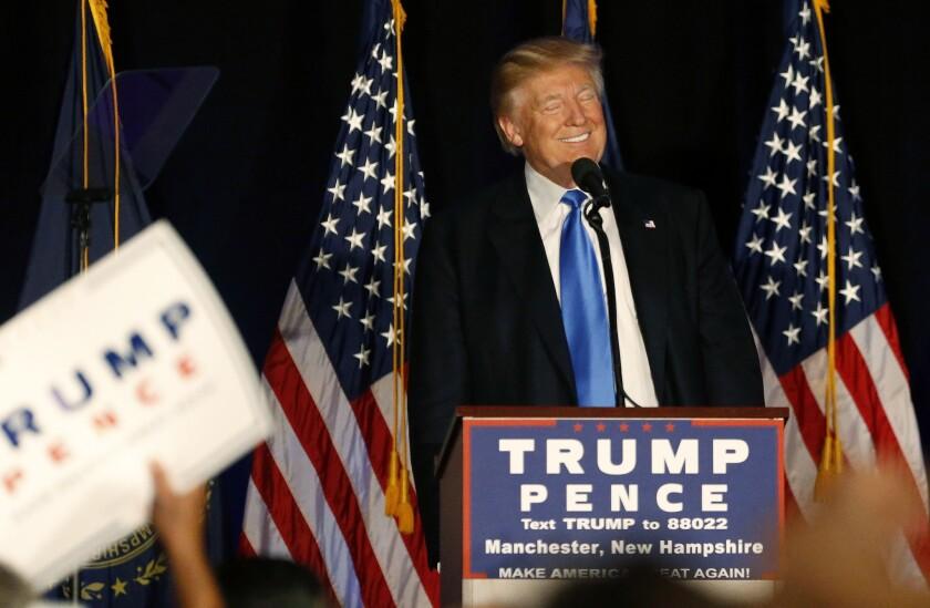 El candidato presidencial republicano Donald Trump sonríe durante un acto de campaña en Manchester, New Hampshire, el jueves 25 de agosto de 2016. (AP Foto/Gerald Herbert)