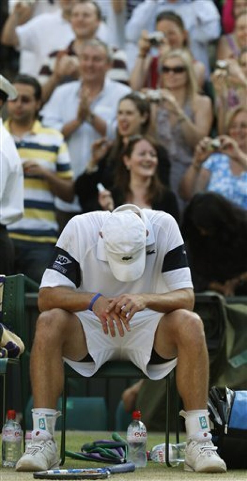 Andy Roddick slumps in his chair, after being defeated by Roger Federer, who won the men's singles championship on the Centre Court at Wimbledon, Sunday, July 5, 2009. (AP Photo/Alastair Grant)