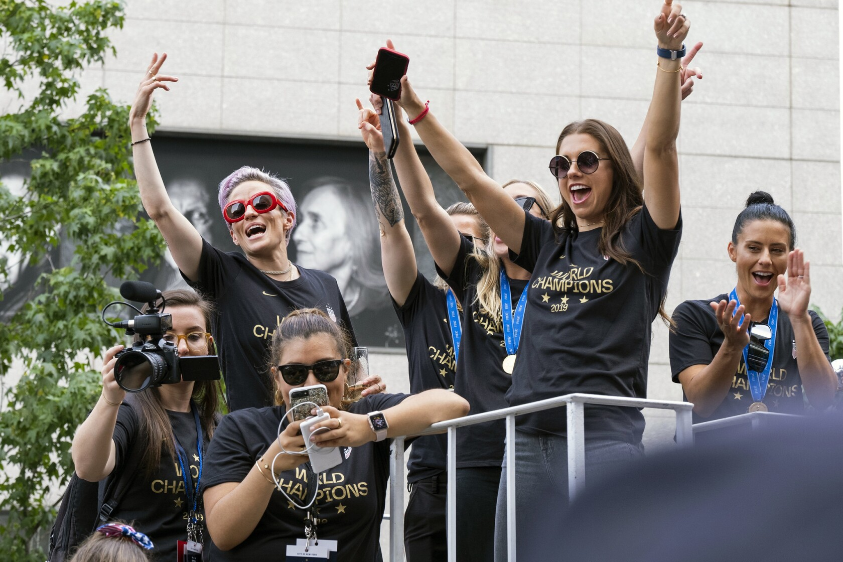 6ddccdaf World Cup champs are honored with a ticker tape parade in New York ...