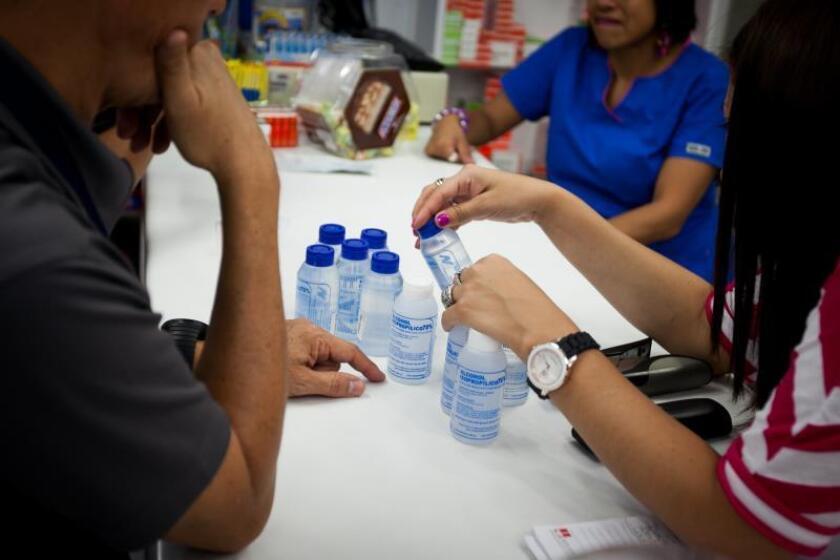 Prohíben a 2 farmacéuticas de exfuncionario mexicano competir en licitaciones