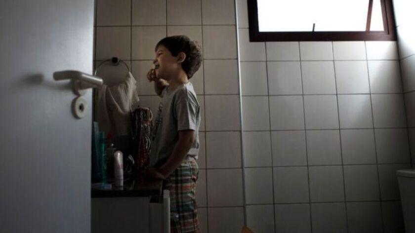 Pedrinho Fonseca está decidido a criar a su hijo João como feminista, en contraste con el machismo que lo envolvía todo cuando él era niño en su país natal, Brasil.
