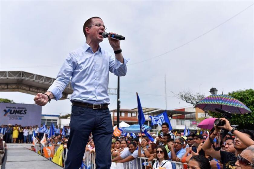 El candidato a la candidatura presidencial de la coalición Por México al Frente, conformada por el Partido Acción Nacional (PAN), el Partido de la Revolución Democrática (PRD) y Movimiento Ciudadano (MC), en las próximas elecciones presidenciales, Ricardo Anaya, participa en un evento de campaña. EFE/Archivo
