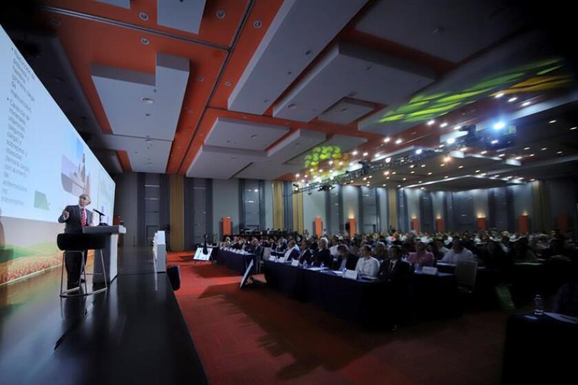 """Vista general durante el foro """"Desafíos agroalimentarios del Siglo XXI"""" hoy, martes 24 de abril de 2018, en Guadalajara (México). EFE"""