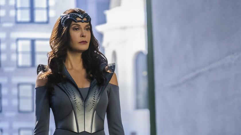 "Teri Hatcher guest stars on the CW's ""Supergirl"" on KTLA."