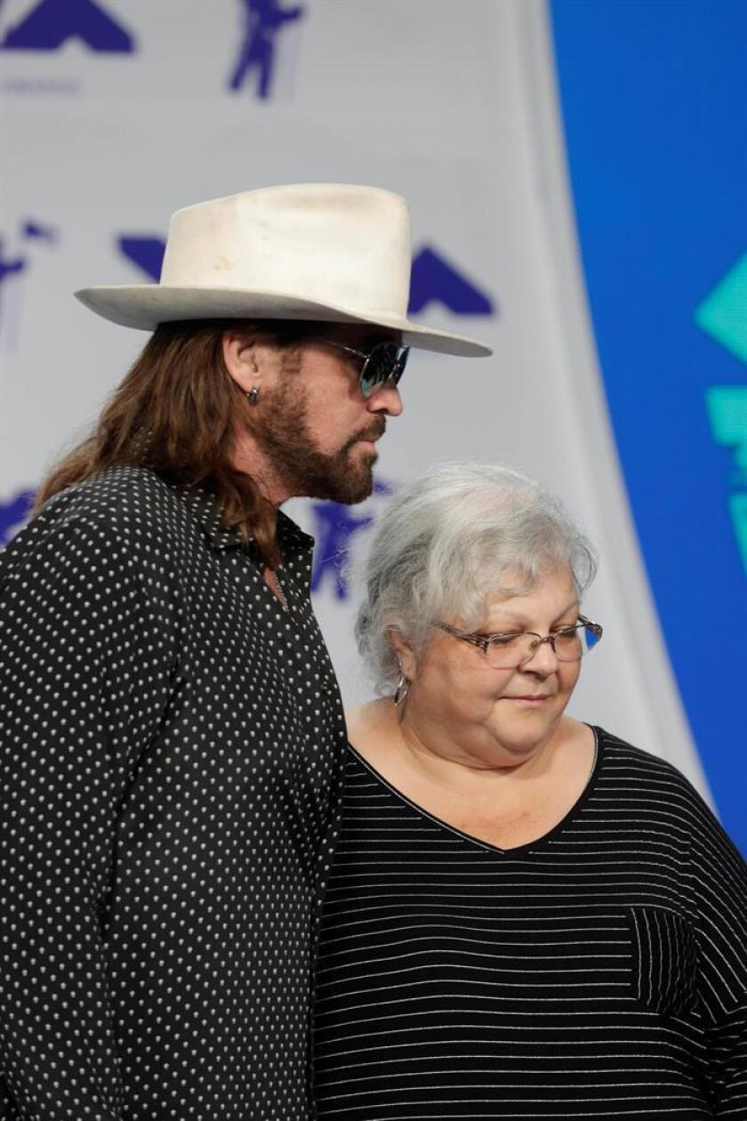 US singer/songwriter Billy Ray Cyrus (L) and Susan Bro (R), mother of slain Charlottesville protestor Heather Heyer. EFE/FILE