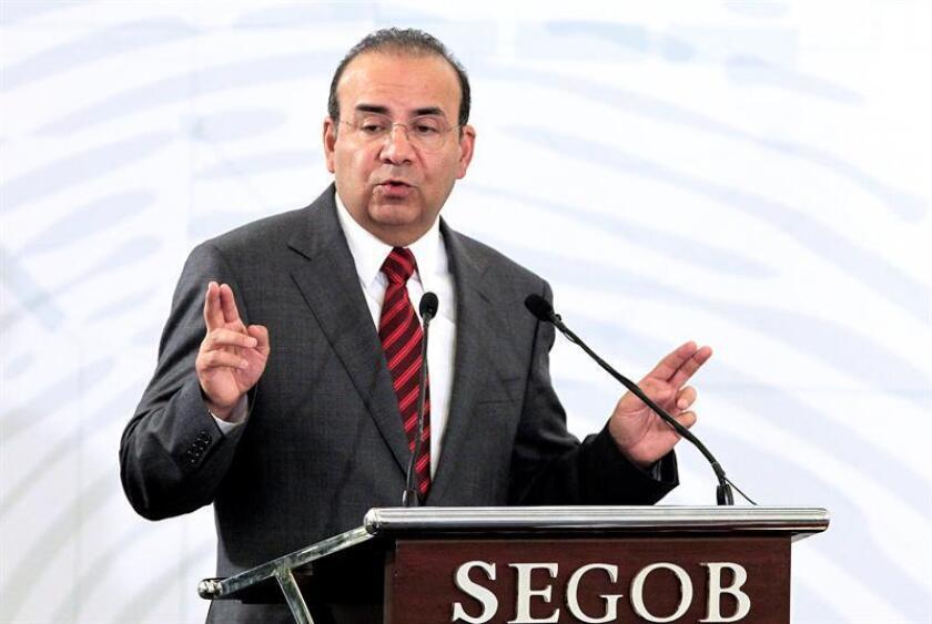 El secretario mexicano de Gobernación, Alfonso Navarrete, consideró hoy que la tensión del Gobierno de Estados Unidos con sus elecciones intermedias supone un riesgo para los integrantes de la caravana de migrantes hondureños. EFE/ARCHIVO