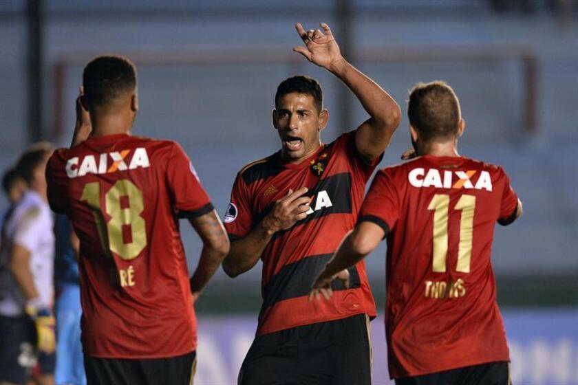 En la imagen, un registro de otra actuación de los jugadores de Sport Recife. EFE/Archivo