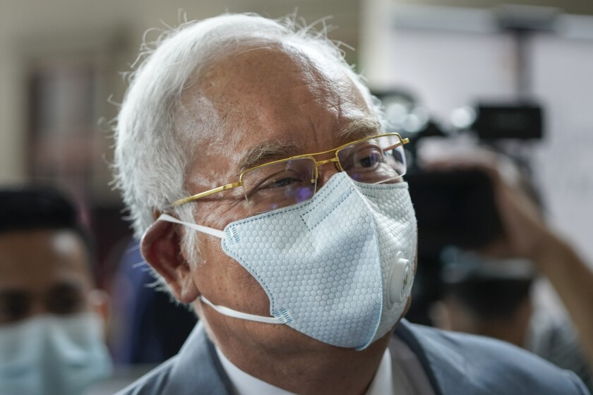 Former Malaysian Prime Minister Najib Razak wearing a face mask arrives at court house in Kuala Lumpur, Malaysia, Thursday, June 4, 2020. Closing arguments are expected in the first corruption trial of him linked to the multibillion-dollar looting of the 1MDB state investment fund. (AP Photo/Vincent Thian)
