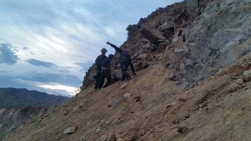 Agentes de la Patrulla Fronteriza rescataron un grupo de 15 inmigrantes indocumentados atrapados en una mina en la población de Green Valley en la frontera de Arizona, informó hoy la dependencia migratoria