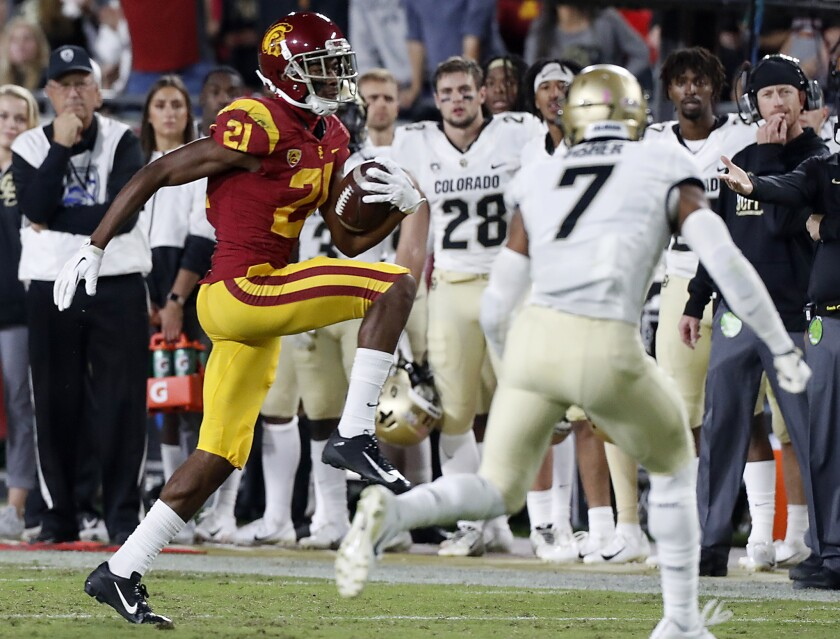 USC wide receiver Tyler Vaughns makes a catch against Colorado in the first quarter on Oct. 25, 2019.