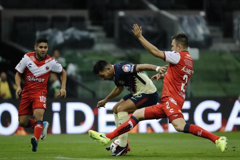 El entrenador de los Tiburones de Veracruz, Guillermo Vázquez, prometió hoy que su equipo peleará desde el primer minuto del torneo Clausura 2018 en el que aspira a ser protagonista para mantenerse en la Primera división. EFE/ARCHIVO