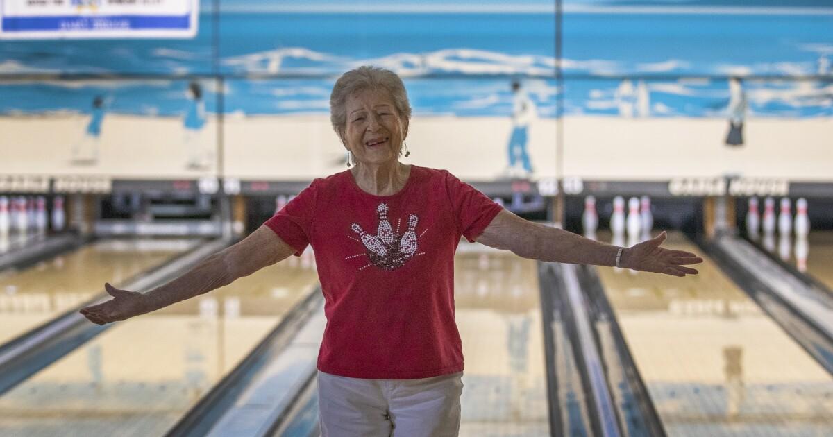 Spalte: Sie fährt ein Cabrio und Schalen in Ihrem Alter: 100, um genau zu sein
