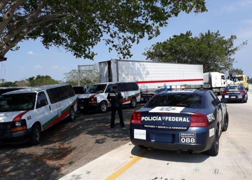 Interceptan a 65 migrantes de la India abandonados en un camión en México