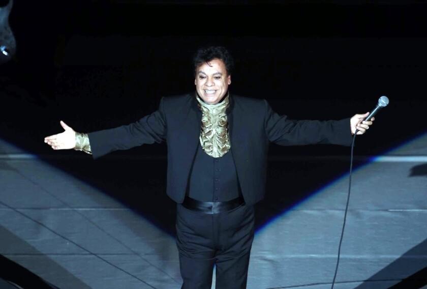 El autor e intérprete Juan Gabriel es recordado a dos años de su muerte con un evento que promete despertar polémica.