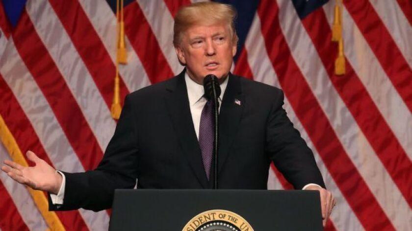 El presidente de Estados Unidos, Donald Trump, afirmó este lunes que el mundo está entrando en una nueva etapa de competencia entre los grandes poderes y señaló a Moscú y a Pekín como los rivales a los que debe enfrentar Washington.