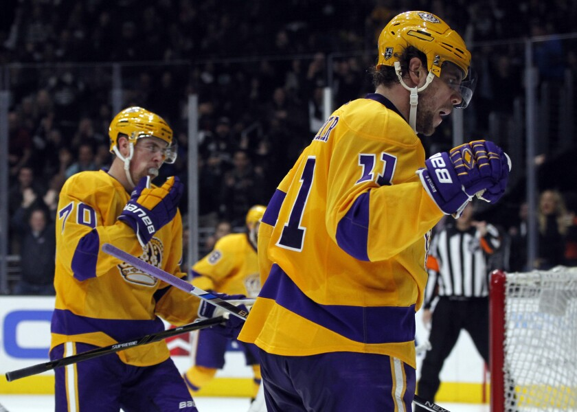 Anze Kopitar, Jeff Carter help Kings pull away from Canucks