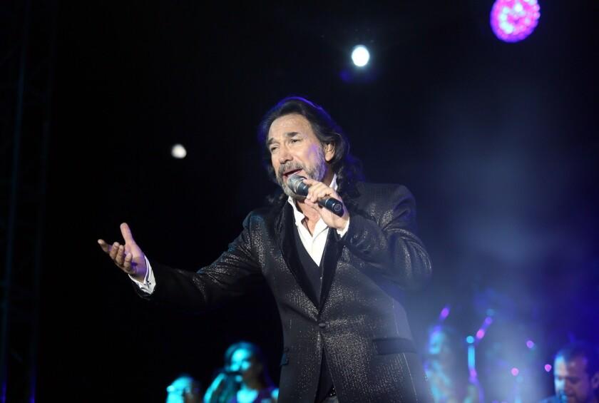 No podría haber una reunión legítima de Los Bukis sin la participación de Marco Antonio Solís, a quien le sigue yendo de lo más bien como solista.