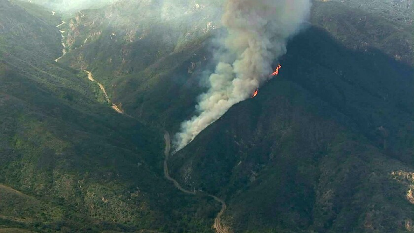 Firefighters battle wildfires in Malibu and Calabasas - Los
