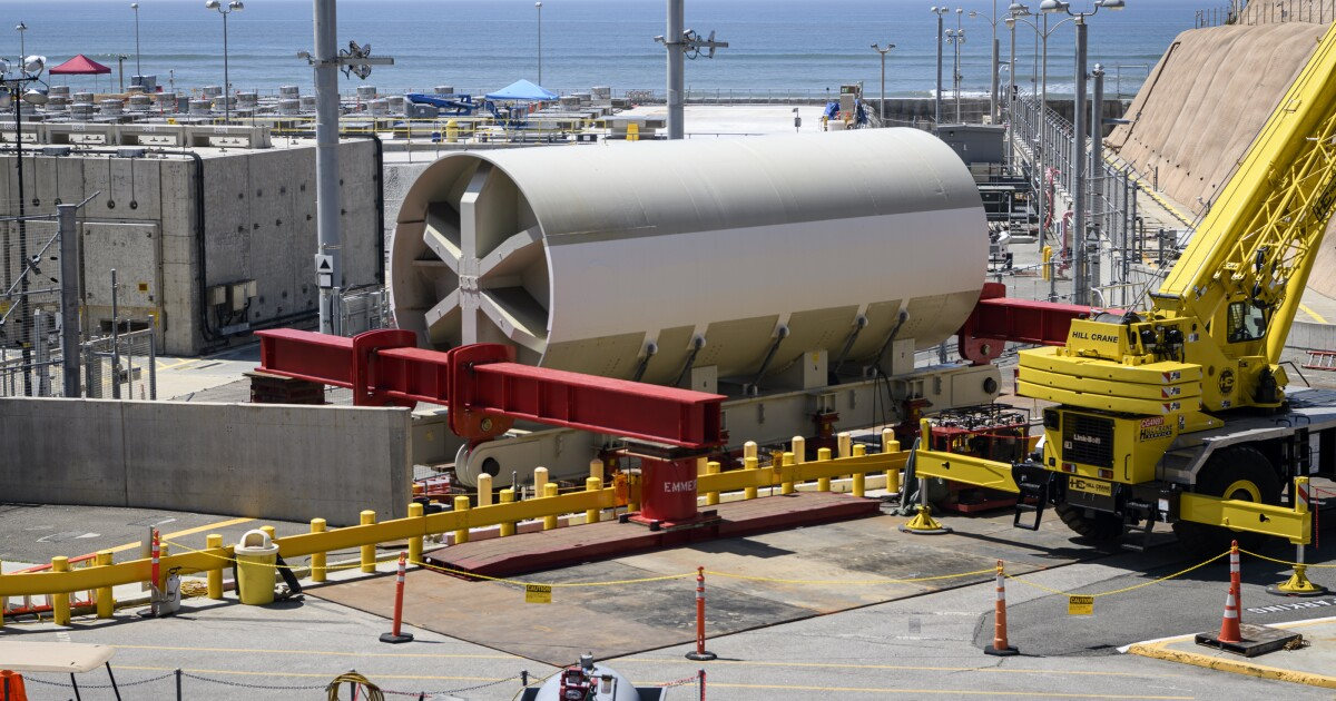 Old reactor vessel from San Onofre nuclear plant heads to Utah