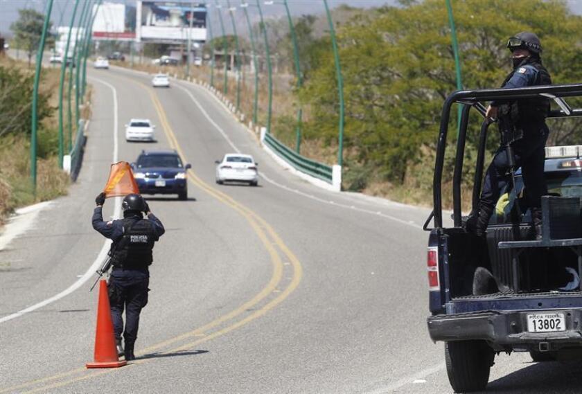 Un total de 34 presuntos delincuentes fueron capturados hoy en diversos operativos efectuados en Michoacán en los que además se decomisaron 17 vehículos, informó la Secretaría de Seguridad Pública de ese estado del occidente de México. EFE/ARCHIVO