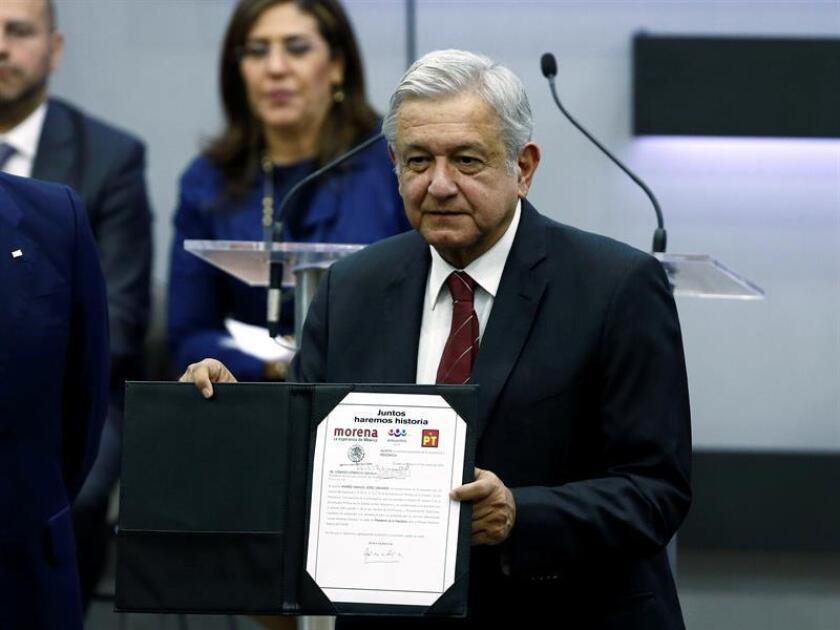 El 39,5 % de los mexicanos votará por el candidato izquierdista Andrés Manuel López Obrador en las elecciones presidenciales del 1 de julio, según una extensiva encuesta de la Confederación Patronal de la República Mexicana (Coparmex) divulgada hoy. EFE/Archivo