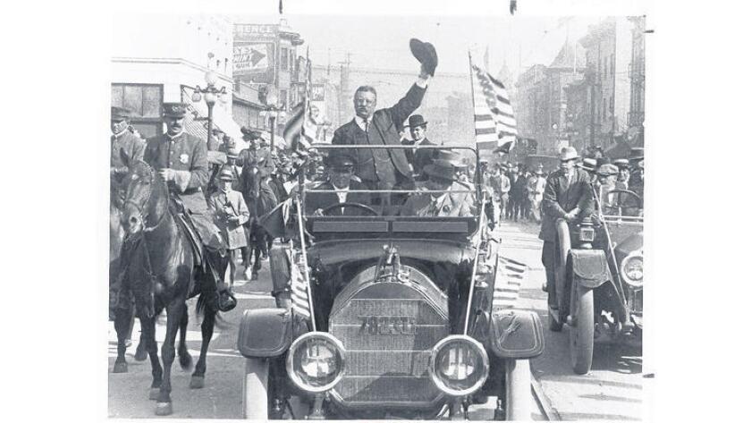 Teddy Roosevelt, en la campaña de 1912, en Los Ángeles (Los Angeles Times).