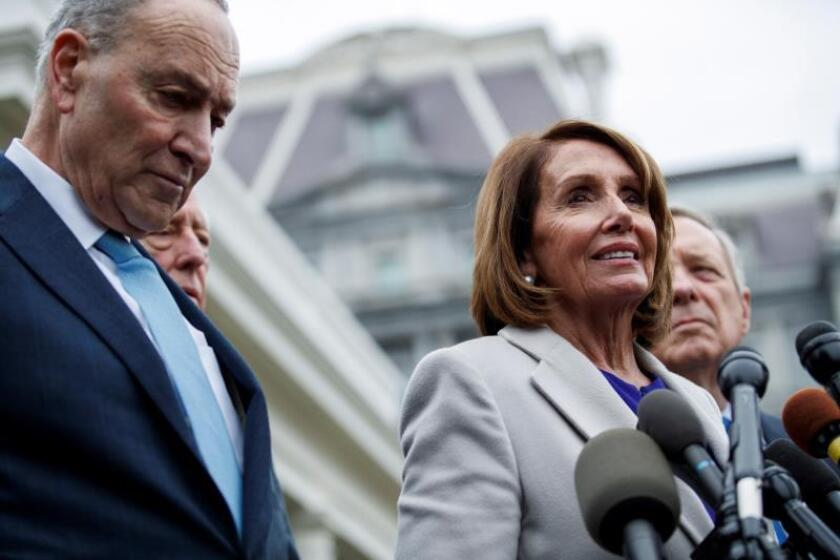 "Senate minority leader Chuck Schumer (l.) and the new speaker of the House of Representatives, Nancy Pelosi (r.), tell a press conference on Jan. 4, 2019, that US President Donald Trump told them that the current government shutdown could last for ""months and even years."" EFE-EPA/Shawn Thew"