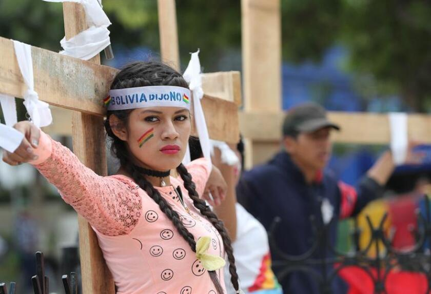 Protesters in La Paz demand disqualification of Morales' candidacy