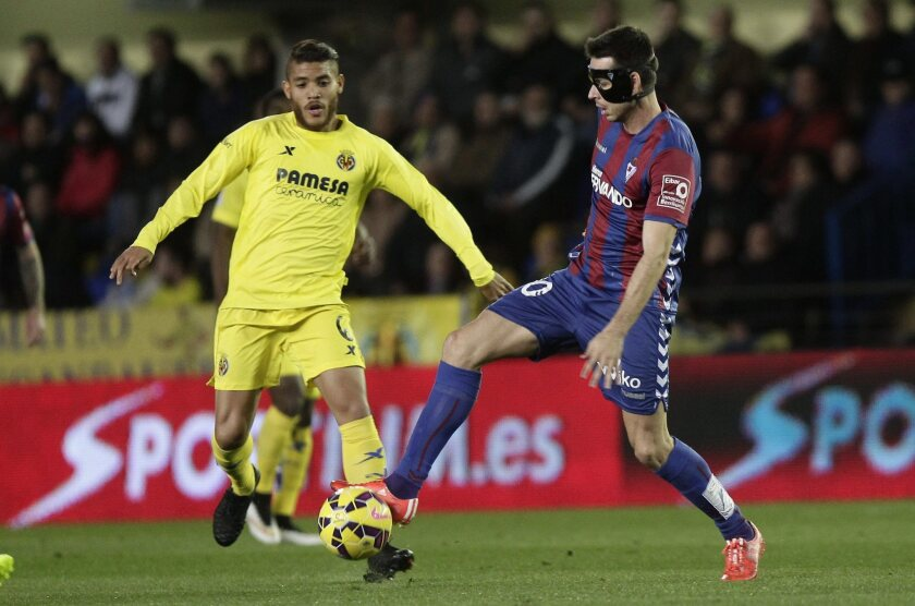 Villarreal's Jonathan Dos Santos, left, vies for the ball with Eibar's Manu del Moral during a Spanish Primera Division match last month. Dos Santos will be on the field for Mexico on Saturday in its friendly against Ecuador at the Coliseum.