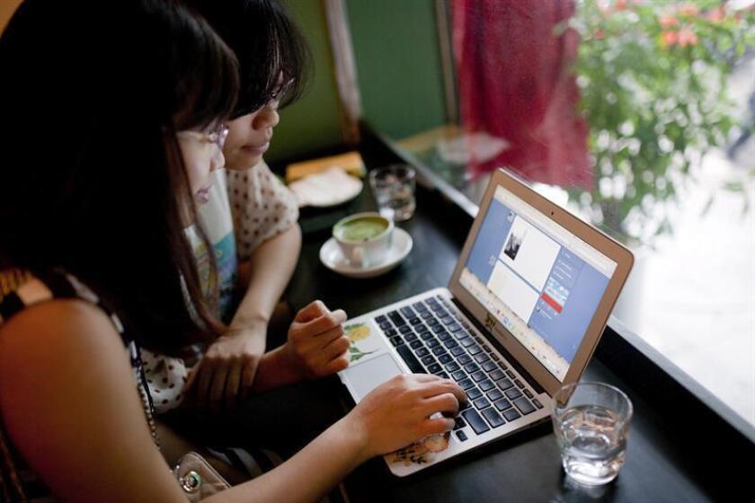 """La popular plataforma online de microblogs Tumblr anunció hoy que prohibirá """"los contenidos para adultos"""" a partir del 17 de diciembre y permitirá a los usuarios denunciar aquellas entradas que consideren que no respetan esta nueva normativa. EFE/Archivo"""
