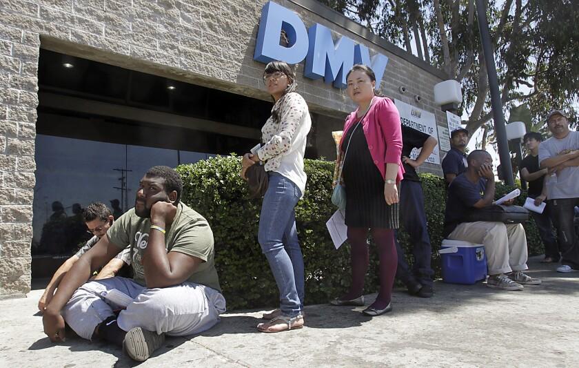Según los últimos del DMV, hasta el pasado 27 de marzo 493,998 personas habían aplicado a una licencia de conducir bajo la ley AB 60.