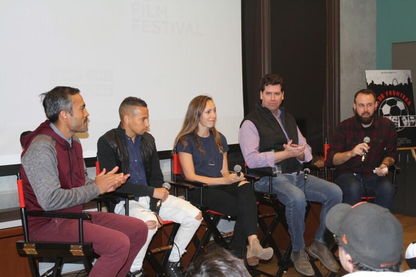 Los panelistas en el Kicking + Screening Soccer Film Festival incluyeron al director Chris Cashman, a la exjugadora Gwendolyn Oxenham, al jugador Paolo Cardozo.