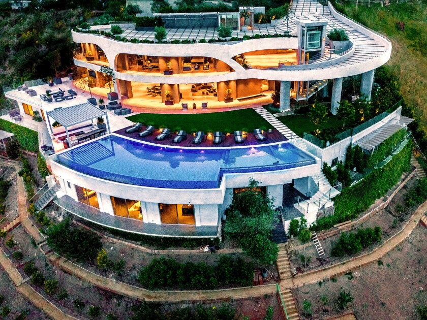 Home of the Week | In Brentwood, a curvaceous hillside compound