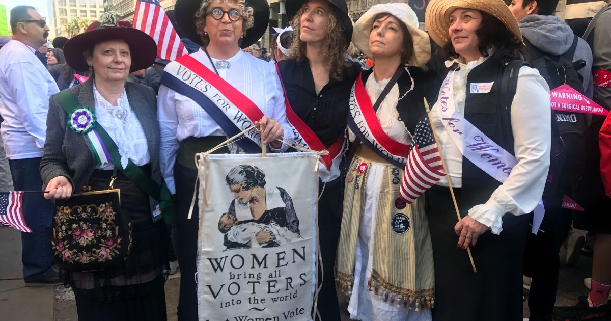 Tausende erweisen für Frauen März in der Innenstadt von L. A.