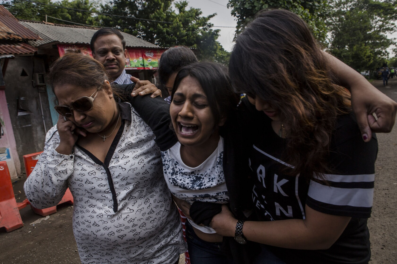 Indonesia reportedly executes 8, grants one woman stay - Los