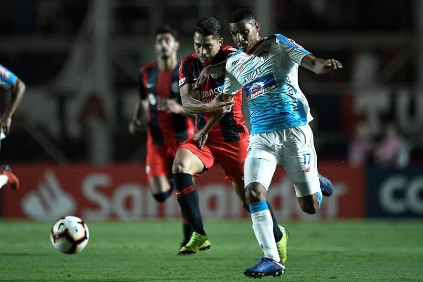 San Lorenzo's Victor Salazar (L) vies for the ball with Junior's Gabriel Fuentes during the Copa Libertadores group F soccer match between San Lorenzo and Atletico Junior at Pedro Bidegain stadium in Buenos Aires, Argentina, 13 March 2019. EPA-EFE/MATIAS NAPOLI