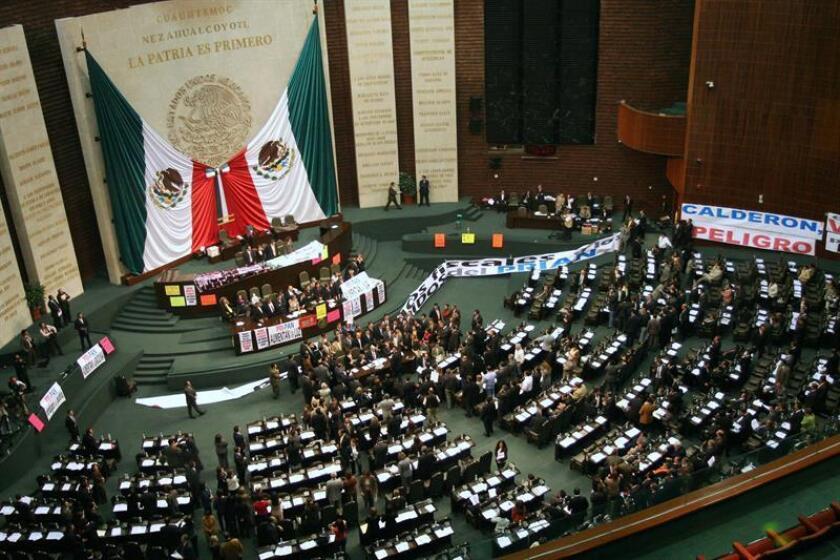 Diputados mexicanos votan por la aprobación de varios ajustes en el proyecto de Ley de Ingresos enviado por el Ejecutivo. EFE/Archivo