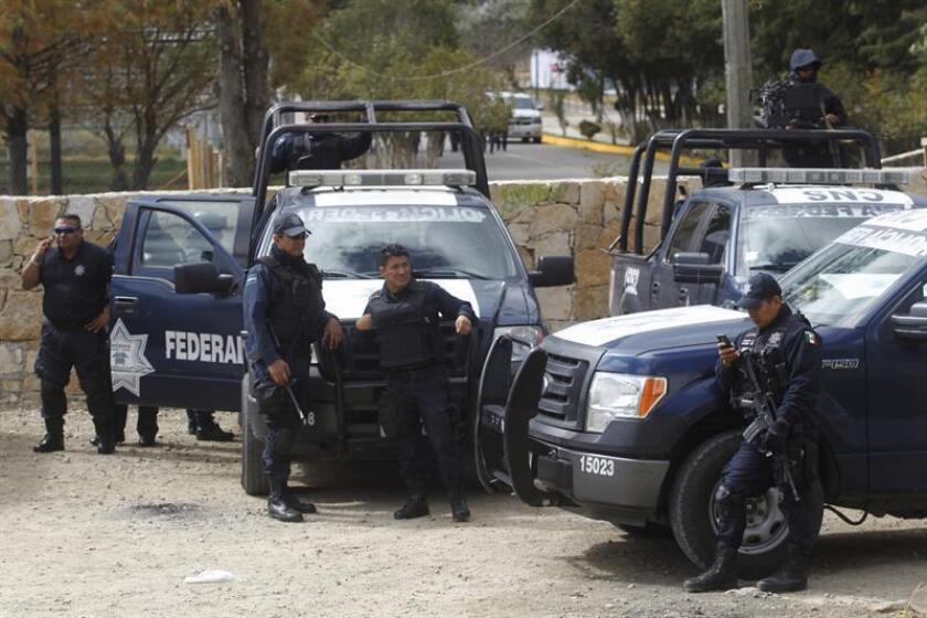 """""""Agentes federales de Migración y elementos de la División de Seguridad Regional de la Policía Federal realizaron un operativo en Chiapas donde se detuvo a Gerardo """"N"""", quien es requerido por autoridades salvadoreñas por los delitos de homicidio y extorsión"""", informó el organismo en un boletín. EFE/Archivo"""