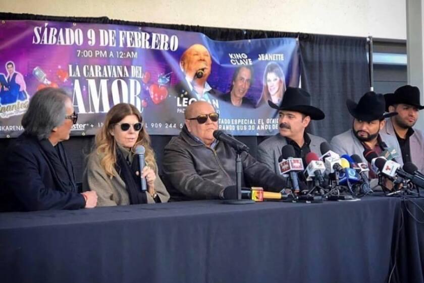 Esta es una imagen de la conferencia de prensa ofrecida por Los Tucanes de Tijuana al lado de Leo Dan y Jeanette.