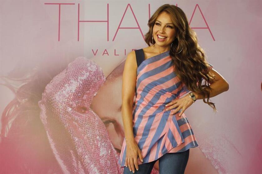 """La cantante mexicana Thalia posa durante una rueda de prensa para presentar su nuevo material discográfico """"Valiente"""" en Ciudad de México (México). EFE"""