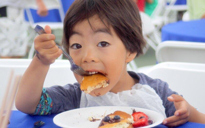 Girl_eating_pancakes