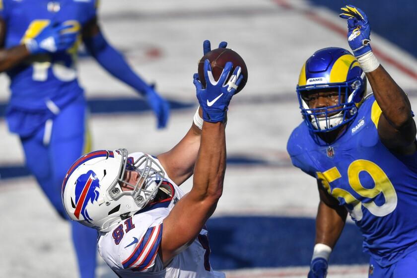 Buffalo Bills tight end Tyler Kroft catches the game-winning touchdown pass behind Rams linebacker Micah Kiser.