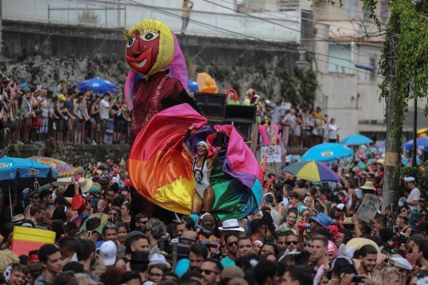 Members of the Carmelitas troupe parade through Rio de Janeiro's Santa Teresa neighborhood to mark the start of the 2019 Carnival on Friday, March 1. EFE-EPA/Antonio Lacerda